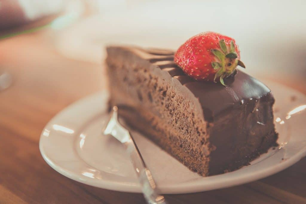 חתיכת עוגת שוקולד