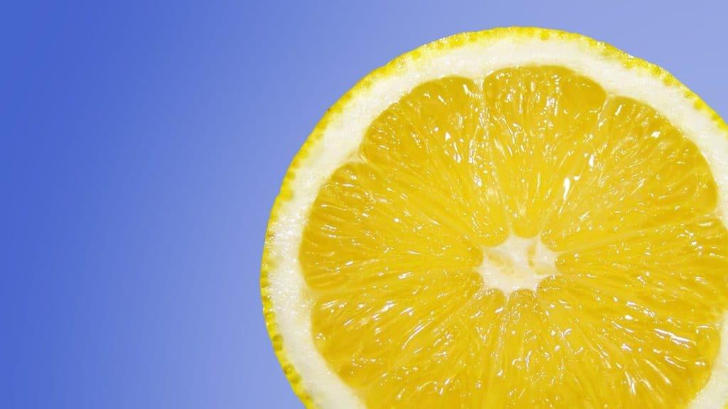 תפוז בשל ועסיסי