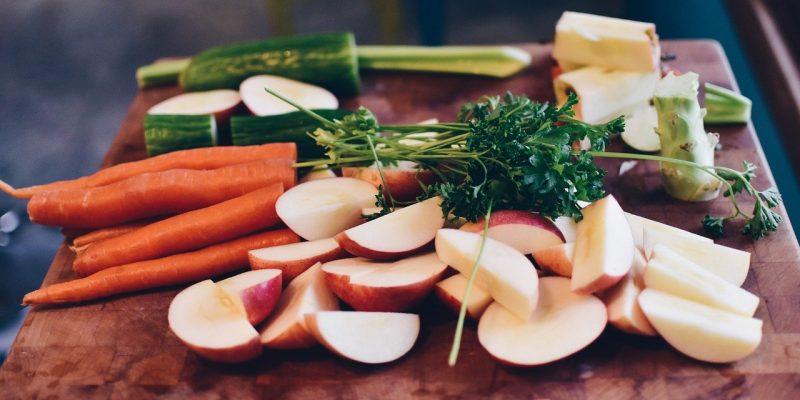 תפוחים ושלל ירקות